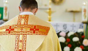 Jeszcze jest księdzem, a już za chwilę będzie policjantem. O tym, jak zrzuca się sutannę w Polsce