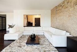 Pomysł na ścianę w salonie: dekoracyjny kamień ścienny