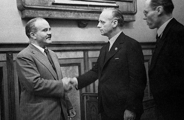 Rosjanie próbują wybielić pakt Ribbentrop-Mołotow