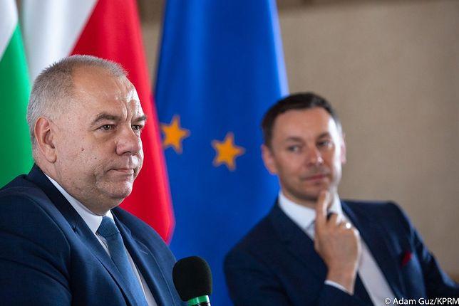 Wicepremier Jacek Sasin i szef jego gabinetu Ryszard Madziarz