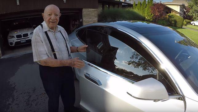 97-latek w Tesli Model S (fot. YouTube)