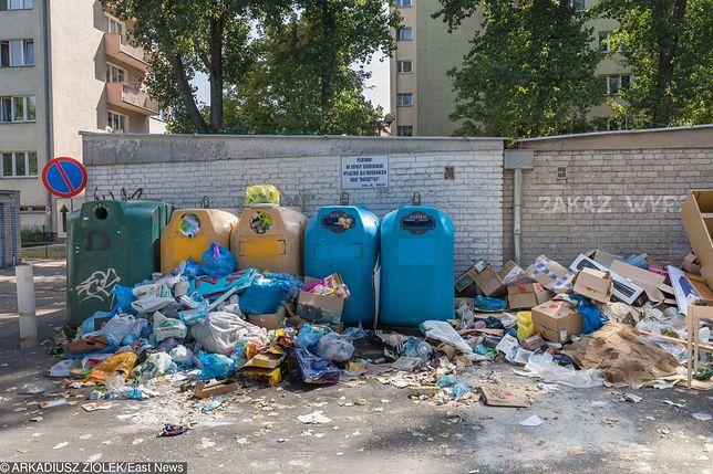 Mokotów tonie w śmieciach. Ratusz wydał oświadczenie