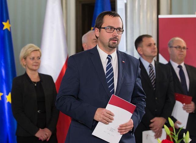 Poseł PiS Marcin Horała uderza w KOD. Porównał ich do niemieckich nazistów na Westerplatte