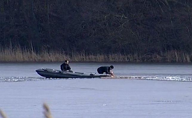 Tragedia na jeziorze Wierzchucińskim. Strażacy odnaleźli ciało drugiego wędkarza
