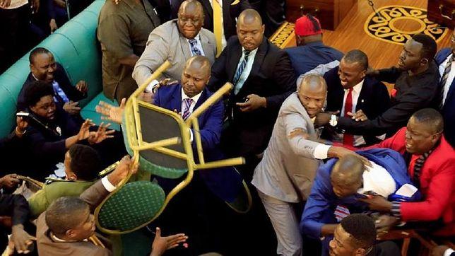 Parlamentarzyści w Ugandzie pobili się w trakcie posiedzenia.