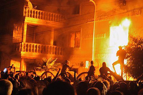 Podpalono domy i samochody romskiego cara - zdjęcia