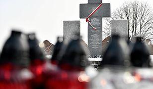 W miejscu, gdzie znajdowała się polska wieś spacyfikowana przez SS Galizien i UPA, stoi pomnik ku pamięci ofiar