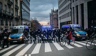 Aby zebrać obstawę na Marsz Niepodległości komendanci oferują po 1000 zł.