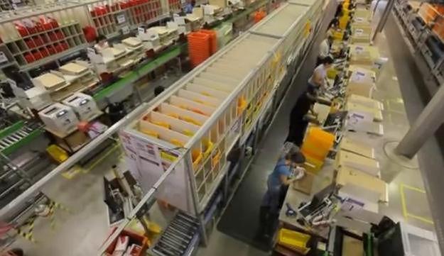 Kilkaset robotów w polskim centrum logistycznym Amazon na Dolnym Śląsku