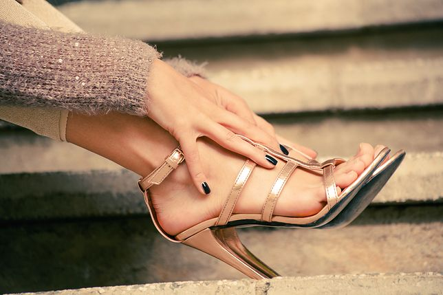 Złote sandały to także świeta propozycja na co dzień