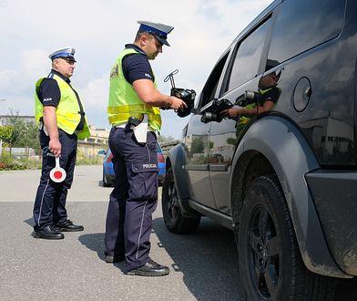 """Akcja """"TRUCK&BUS"""". Policja sprawdza przewożenie ludzi i towarów"""