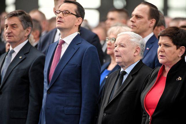 """Opozycja drwi z przemówienia Kaczyńskiego. """"Piewca tradycyjnej rodziny 1+kot"""""""