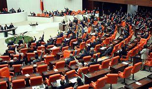 Turecki parlament zniósł zakaz noszenia przez posłanki spodni