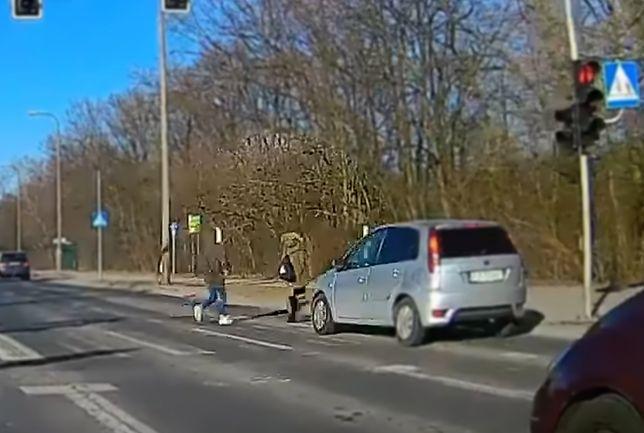 Potrąciła 12-latkę na czerwonym. Dramatyczne nagranie z Poznania