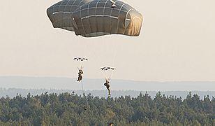 Amerykańscy spadochroniarze wylądowali na Pustyni Błędowskiej