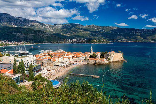 Wybrzeże Riwiery Czarnogórskiej z boską Budvą