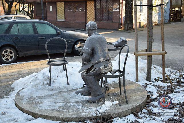 """Mazowieckie. 16-latek """"dla zabawy"""" zniszczył pomnik Jana Himilsbacha"""