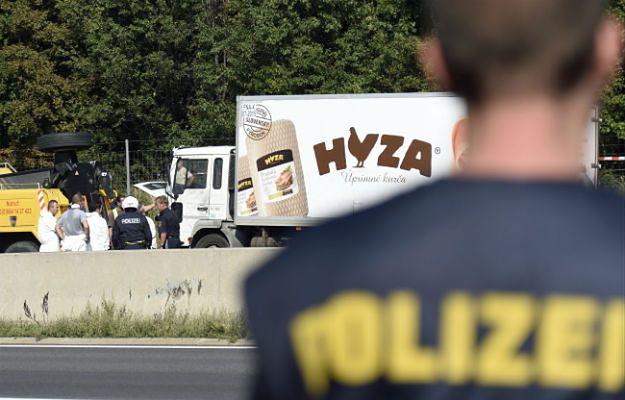 Ciężarówkę z ciałami 71 osób znaleziono przy autostradzie w Austrii