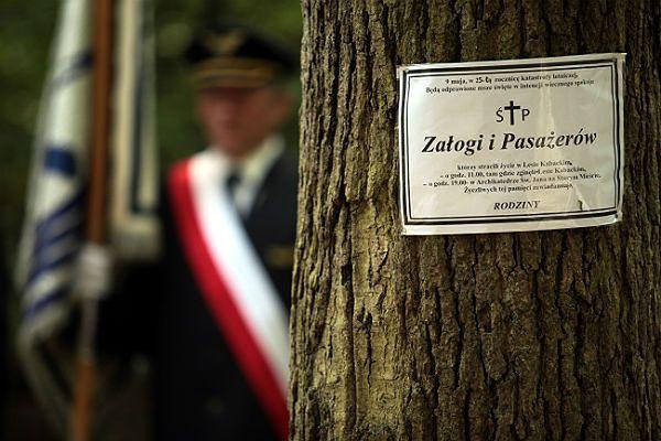 """Uroczystości w 25. rocznicę katastrofy samolotu pasażerskiego IŁ-62M """"Tadeusz Kościuszko"""" w Lesie Kabackim"""