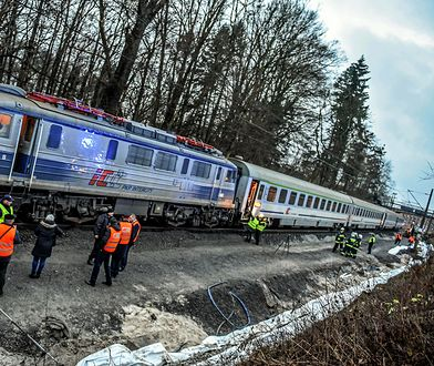 """Ciężarówka została uderzona przez pociąg """"Moniuszko"""" (zdjęcie ilustracyjne)"""