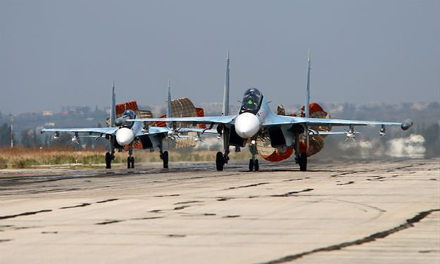 Rosyjskie Su-30 w bazie lotniczej w Syrii