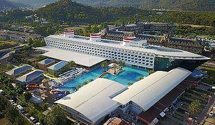 Bardzo ciekawy 5-gwiazdkowy hotel Transatlantik w Turcji do złudzenia przypomina wycieczkowiec