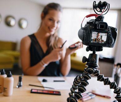 Makijaż fotograficzny rządzi się kilka zasadami, które pozwalają perfekcyjnie wyglądać na zdjęciach