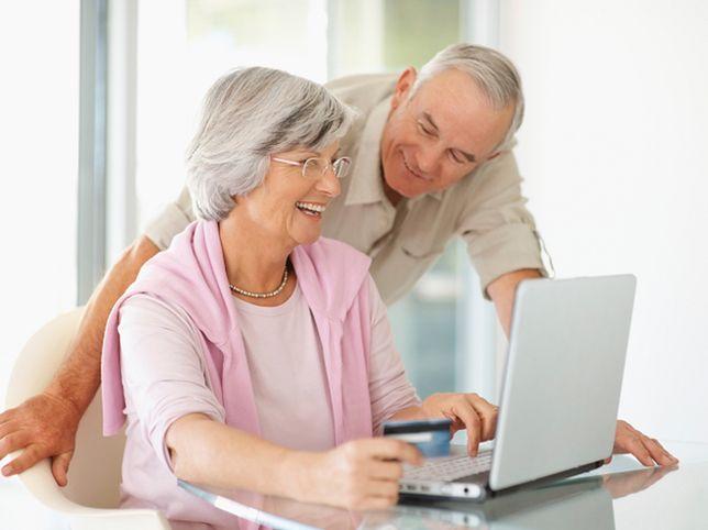 Internet dla babci i dziadka. Czy seniorzy korzystają z komputerów i sieci?