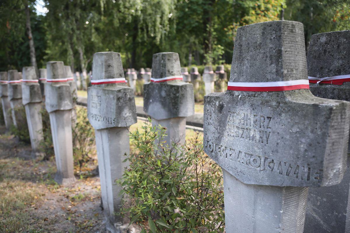 Warszawa. Rząd chce przejąć cmentarz na Powązkach