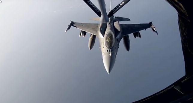 Zobacz jak wygląda tankowanie F-16 w powietrzu