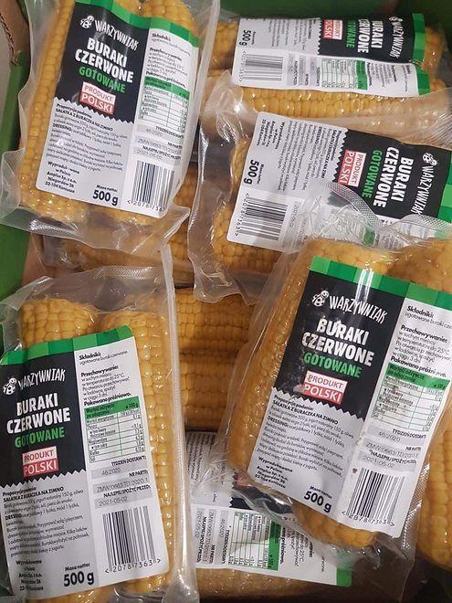 """Kukurydzę opakowaną w """"buraki czerwone gotowane"""" można było znaleźć na półkach Biedronki"""
