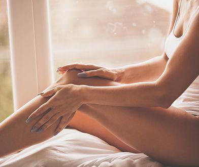 Krem na rozstępy zmniejszy widoczność blizn na brzuchu, nogach i ramionach.