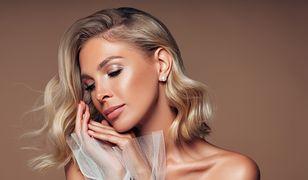 Szampański blond pasuje wielu kobietom - postaw na odświeżony kolor.