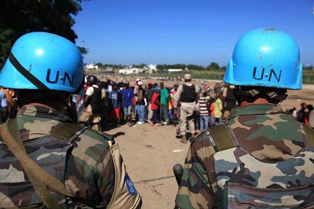 Raport ONZ: błękitne hełmy kupują seks za pieniądze czy odzież