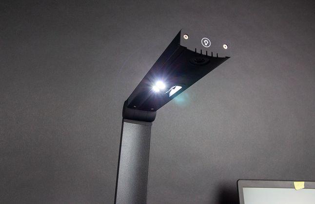 Cztery diody LED nie świecą na tyle mocno, aby skaner służył również za lampkę.