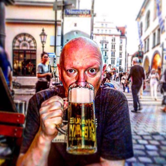 """Neil Reid  – """"Profesor Piwo"""" zwiedza świat"""