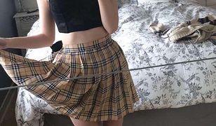 Podniosła spódnicę, zrobiła zdjęcie i opowiedziała o chorobie, której na co dzień nie widać