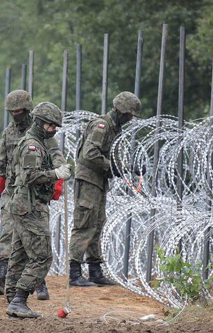 Migranci chcieli przekroczyć granicę. Doszło do starcia ze służbami