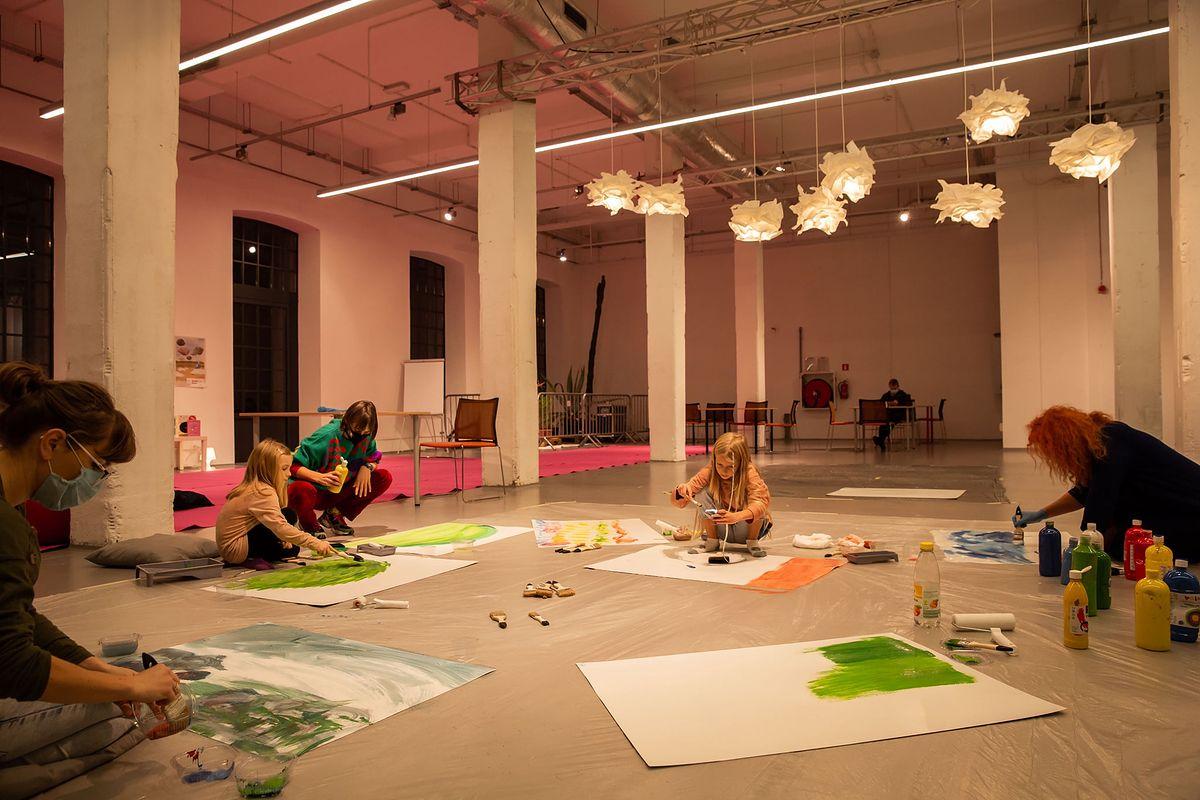 Podczas tegorocznej edycji przygotowano blisko 40 wydarzeń - od warsztatów plastycznych, przez spotkania z twórcami, po spektakle i projekcje