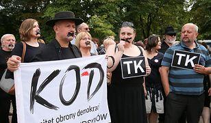 Czarny Protest Komitetu Obrony Demokracji przed Sejmem.