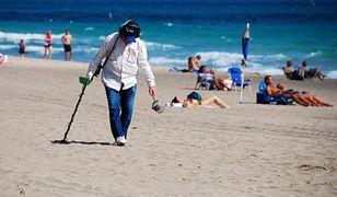 """Szacuje się, że we Włoszech 100 tys. """"poszukiwaczy skarbów"""" wyrusza po sezonie na plaże"""