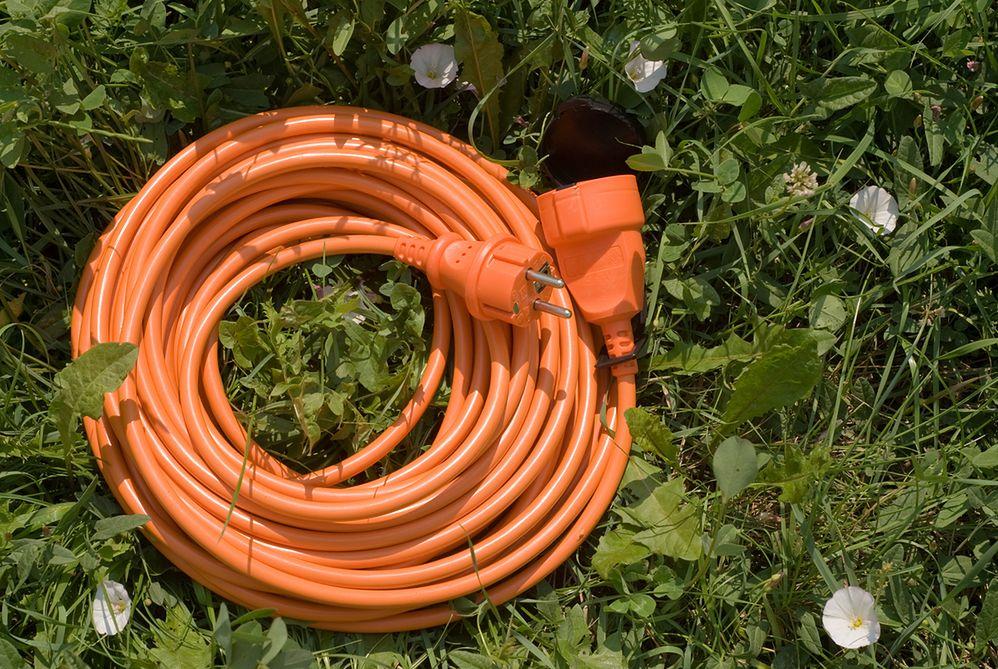 Prąd w ogrodzie: przede wszystkim zadbaj o bezpieczeństwo