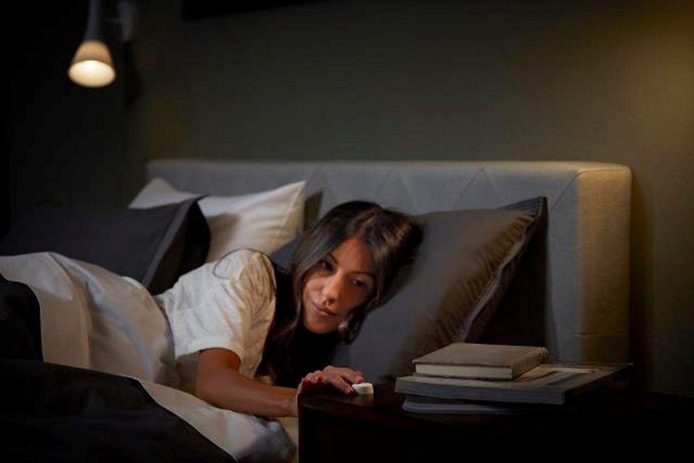 Sprawdzone sposoby na przytulne oświetlenie sypialni