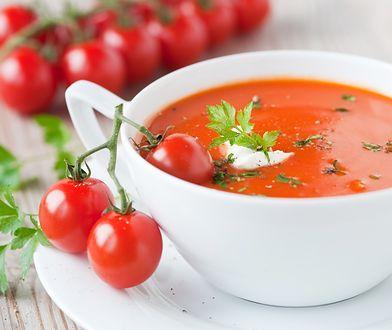 Pomidorówka to lekkostrawna i niskokaloryczna zupa.