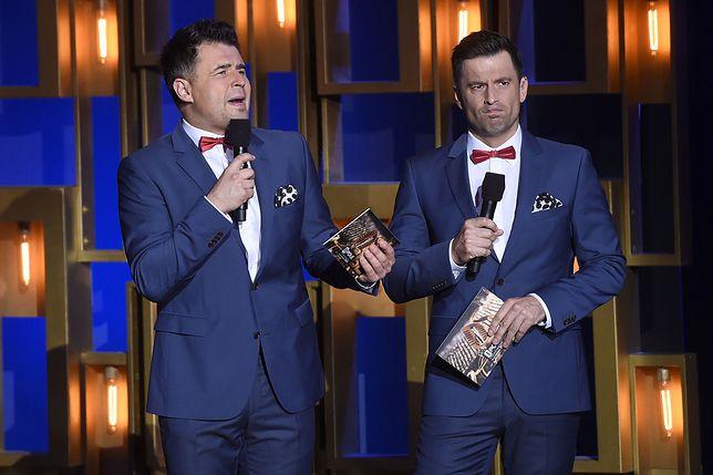 Robert Motyka (z prawej) jest członkiem kabaretu Paranienormalni
