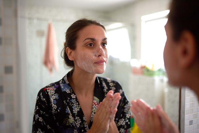 Manualne oczyszczanie twarzy pozwoli na wygładzenie i dogłębną regenerację skóry.
