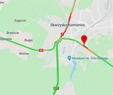Skarżysko-Kamienna. Wypadek na DK42. Kobieta z dzieckiem potrącona na pasach