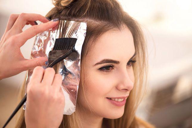 Najmodniejsze refleksy rozświetlają włosy i nie są dużym kontrastem