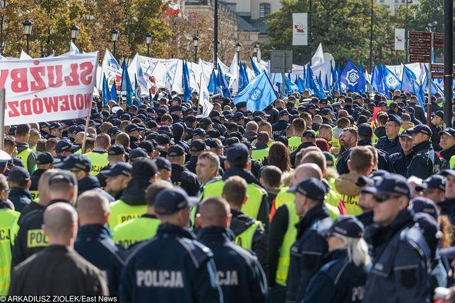Tysiące mundurowych wzięło udział w październikowej manifestacji w Warszawie