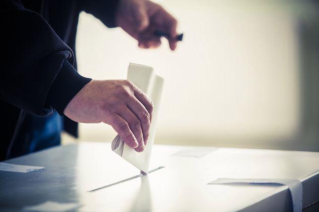 Lokale wyborcze Warszawa w wybory 2019. Godziny otwarcia lokali wyborczych. Jak sprawdzić gdzie można zagłosować? Jak głosować, żeby głos był ważny?